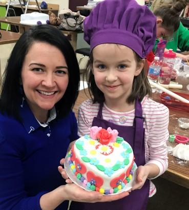 Kids Valentine Cake Decorating Class Cue
